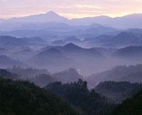 阿騎野の山並 25467007710| 写真素材・ストックフォト・画像・イラスト素材|アマナイメージズ