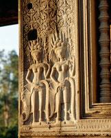 西城門にある女神デウ゛ァター像 アンコール遺跡