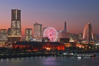 大桟橋埠頭より横浜赤レンガ倉庫と横浜みなとみらい21夕景