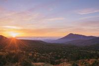 紅葉の八幡平より岩手山(南部富士)朝日