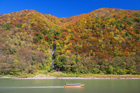 紅葉の最上川 白糸の滝と舟下り