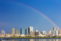 虹かかる梅田ビル街 25516045721| 写真素材・ストックフォト・画像・イラスト素材|アマナイメージズ
