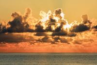 石垣港より夕日 石垣島 25516048642| 写真素材・ストックフォト・画像・イラスト素材|アマナイメージズ