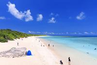エメラルドグリーンの海と空 ニシ浜 波照間島 25516048672| 写真素材・ストックフォト・画像・イラスト素材|アマナイメージズ