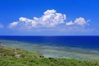底名溜池展望台よりエメラルドグリーンの海と空 波照間島