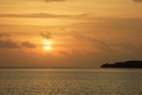 船浦湾と朝日 西表島