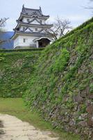 宇和島城 石垣と天守閣