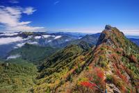紅葉の石鎚山 弥山より天狗岳と瓶ヶ森
