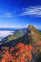 紅葉の石鎚山 弥山より天狗岳 25516049593| 写真素材・ストックフォト・画像・イラスト素材|アマナイメージズ
