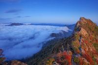 紅葉の石鎚山 弥山より天狗岳と瓶ヶ森夕景