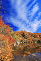 くじゅう連山 紅葉の大船山 御池 25516049643| 写真素材・ストックフォト・画像・イラスト素材|アマナイメージズ