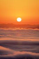 高谷山 霧の海展望台より雲海と山並みと朝日