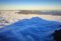石鎚山 弥山より影石鎚山と瓶ヶ森夕景 25516049798| 写真素材・ストックフォト・画像・イラスト素材|アマナイメージズ