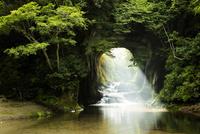 濃溝の滝 25532011666| 写真素材・ストックフォト・画像・イラスト素材|アマナイメージズ