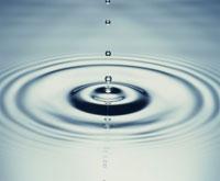 ブルーの水滴と波紋