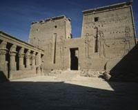 イシス神殿と列柱広場