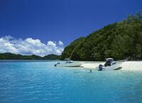 ビーチとボートと島