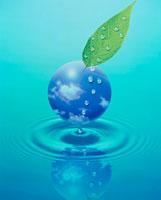 水滴と雲の球体 25654002196| 写真素材・ストックフォト・画像・イラスト素材|アマナイメージズ