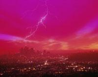 雷とロサンゼルスの夜景