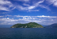 竹生島と琵琶湖 25709008958| 写真素材・ストックフォト・画像・イラスト素材|アマナイメージズ