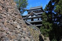 松江城と石垣 25735016203| 写真素材・ストックフォト・画像・イラスト素材|アマナイメージズ