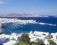 港と家並とエーゲ海