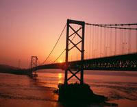 大鳴門橋と日の出