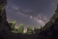 アポロン神殿内室から見上げる夏の星空