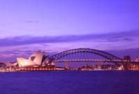 ライトアップのハーバーブリッジとオペラハウス 25801011544| 写真素材・ストックフォト・画像・イラスト素材|アマナイメージズ