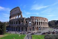 コロッセオと観光客