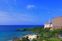 古城とホテルブリーズベイマリーナのビーチ