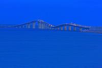 伊良部大橋 25801013902| 写真素材・ストックフォト・画像・イラスト素材|アマナイメージズ