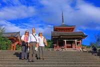 清水寺の外国人観光客, 25801014117| 写真素材・ストックフォト・画像・イラスト素材|アマナイメージズ