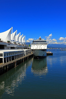 カナダプレイスと豪華大型客船