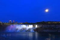 おぼろ月とナイアガラの滝