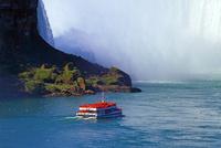 カナダ滝とホーンブロワー・ナイアガラ・クルーズ