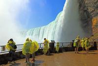 ナイアガラの滝と観光客