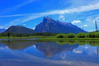 バーミリオンレイクとランドル山 25801014570| 写真素材・ストックフォト・画像・イラスト素材|アマナイメージズ