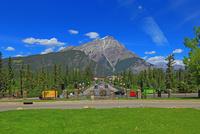 カスケード山とバンフ大通り