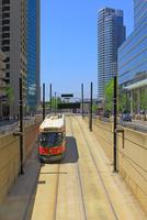地下に出入りする路面電車 25801014644  写真素材・ストックフォト・画像・イラスト素材 アマナイメージズ