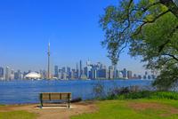 オンタリオ湖と高層ビル群 25801014672  写真素材・ストックフォト・画像・イラスト素材 アマナイメージズ