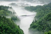 只見川の川霧と普通列車 只見線