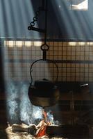 囲炉裏端 25813003033| 写真素材・ストックフォト・画像・イラスト素材|アマナイメージズ