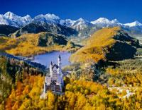 秋のノイシュヴァンシュタイン城 25815010799  写真素材・ストックフォト・画像・イラスト素材 アマナイメージズ