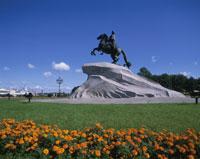 聖ペトロ記念像