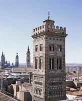 聖マグダレナのムデハールの塔とピラールの塔