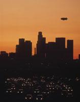 ハイウェイと市街の夜景