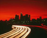 ハイウェイと市街 夜景 25826011372  写真素材・ストックフォト・画像・イラスト素材 アマナイメージズ