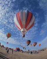 熱気球 25826011401| 写真素材・ストックフォト・画像・イラスト素材|アマナイメージズ