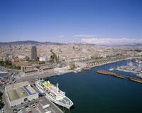 港と市街 25826012170| 写真素材・ストックフォト・画像・イラスト素材|アマナイメージズ